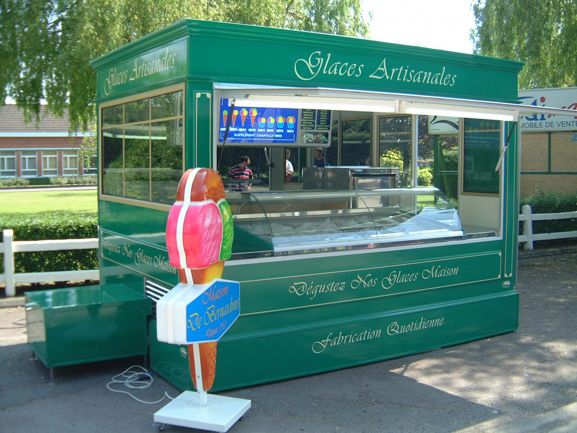 Kiosque remorque version victorien hedimag for Etalmobile occasion