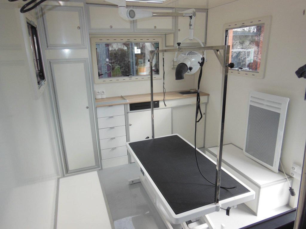 Camion toilettage canin Hedimag salon toilettage mobile