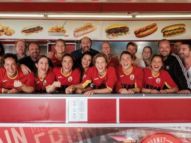 Une belle équipe dans la friterie Hedimag